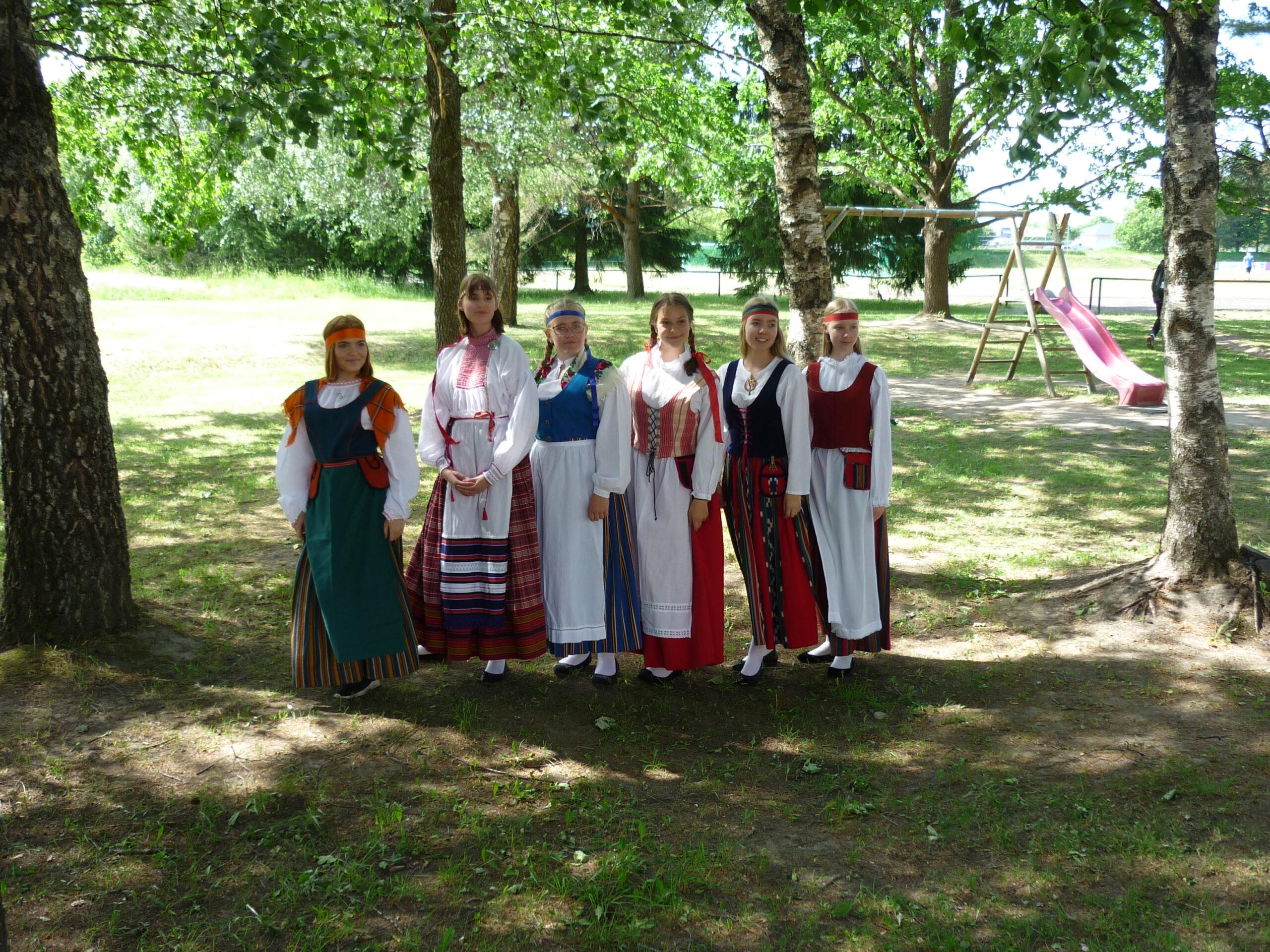 Nurmijärvi tantsijad tantsupeol 1